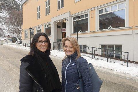 Velkommen! Hilde Midbøen og Monica Thomter inviterer til  juletrefest på Rjukanhuset.