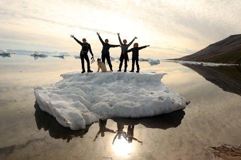PÅ GRØNLAND: Villmarksbarna, kjent fra NRK, tar nå turen til det store lerret, og når familien på søndag kommer på kino, reiser de inn i Grønlands ville, unike, arktiske natur.