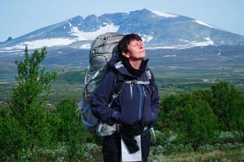 ULENDT TERRENG: Anne Grimstad Fjeld på fjellet, som ble en av hennes måter å takle kreften på, og finne livsgleden tilbake.
