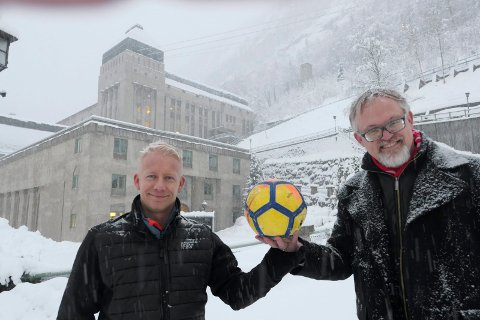 CUP: Tobias Vesethaugen og Kjetil Djuve inviterer til julecup.