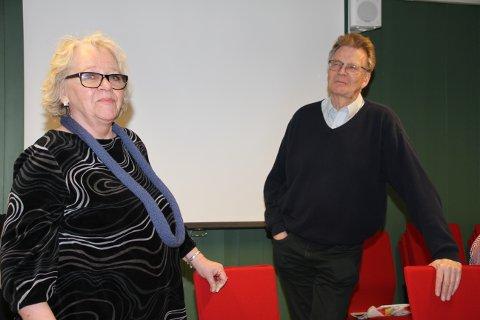 MARKERTE TO JUBILÉER: Lederen av Foreningen Norden i Tinn, Sirkka Eriksen, ønsket NRK-kjempen Åsulv Edland velkommen for å si litt om Norden-bevegelsen historie.