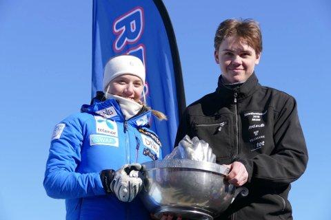 BEST: Gaustapokalen og et gavekort på 5000 kroner til hver av beste jente og gutt, Ulrikke Haugen fra Heming og Ørjan Haugland fra Skade.
