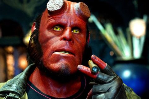 HELLBOY: Halvt superhelt, halvt demon. Hellboy, som er reboot av fortellingen om den djevelske helten Hellboy er basert på Mike Mignolas tegneserie, med Ron Pearlman i hovedrollen