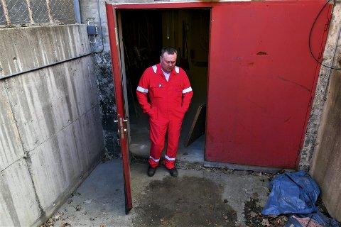 IKKE FORNØYD: Bjørn Iversen trodde han kjøpte lagerlokale med varmekabel i kjørerampa. Og at varmekabelen virket. Den gang ei, og nå krever han erstatning.