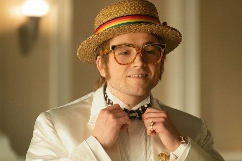 ER ELTON: Den unge skuespilleren Taron Egerton spiller Elton fra han er tenåring til han er godt oppe i 40-åra i Rocketman, og det gjør han med bravour ifølge anmelderne!