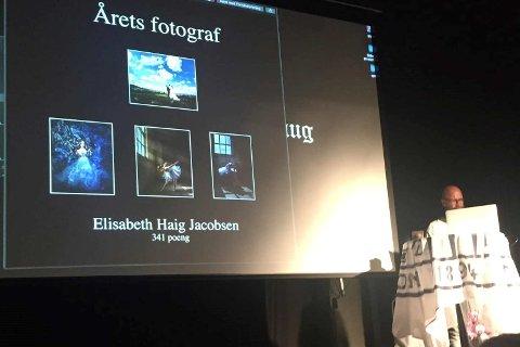 ÅRETS FOTOGRAF: Det var litt av en overraskelse da Elisabeth Haig Jacobsen ble presentert med høyest poengsum, og dermed ble kåret til årets fotograf på Norsk fotografforbunds landsmøte.