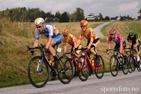 BRUDD: Mikkel Eide (fire fra venstre) i bruddet som skulle avgjøre U23-NM