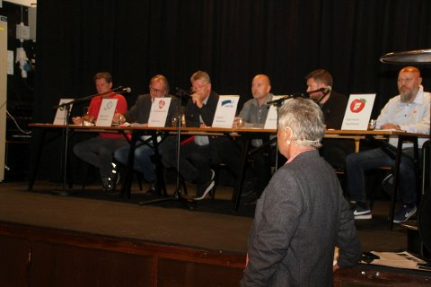 DEBATT:  Disse politikerne deltok i onsdagens debatt : fra venstre Jørn Langeland (SV), Bjørn Sverre Birkeland (Sp), Trond Jore (Ap), Steinar Bergsland (H) Marius Skeie (V) og Gjermund Ingolfsland (Frp). Ordstyrer Harald Johansen.