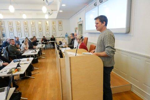 NEDSKJÆRINGER: Jørn Langeland - Tinn SV - under budsjettdebatten i kommunestyret  i desember.