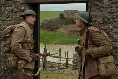 1917: En av årets fimer. Mens krigen raser på sitt mest intense sendes to unge britiske soldater, Schofield og Blake, ut på et tilsynelatende umulig oppdrag; Å krysse fiendtlig territorium for å gi en beskjed som, om den ikke kommer frem, vil sende dem alle – inkludert Blakes egen bror - inn i den sikre død.