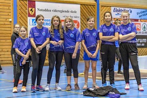 FRIIDRETTSJENTER: Fra venstre : Ann Kristin Eggerud (11), Kristine Grimstad (11), Kaja Storøygard (12), Stine Grønskei (12), Iben Skov Våer (13), Cassandra Delos Santos (13) og Fride Langeland (13)