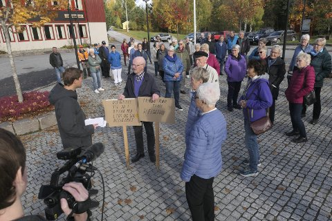 AKSJON : NRK Vestfold og Telemark hadde også tatt turen til Austbygde i forbindelse med statsbudsjettet