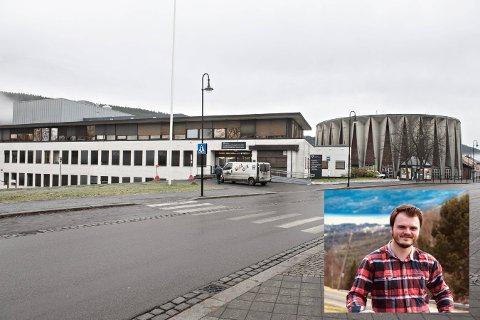 En elev har testet positivt ved Kongsberg videregående skole. Nå må Knut Halvor Haukaas (innfelt) i karantene.