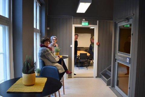 NYTT LOKALE:  Morsmålsdagen 2020 feires på det nye Aktivitetshuset på Rjukan - onsdag 26 februar. Bak arrangementet står Tinn kommunale voksenopplærinsgsenter, Rjukan bibliotek og barnehagene . Fra venstre Liv-Jorunn Kramviken, Sanja Pasovic,  Jørn Langeland og Tine K. Andersen.
