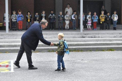 SKOLESTART: Skolestart høsten 2020 for grunnskolene i Tinn er 17.august. Da står skolene igjen klare for å ta imot de nye førsteklassingene i Tinn. Her fra skolestart høsten 2018 på Rjukan barneskole.