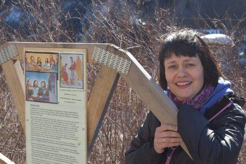 PÅSKE: Ifjor la menighetspedagog Karin Sørhagen Gaustad opp en quiz-løype rundt Rjukan kirke (bildet). Nå har hun lagd en tilsvarende konkurranse i Rjukan sentrum.