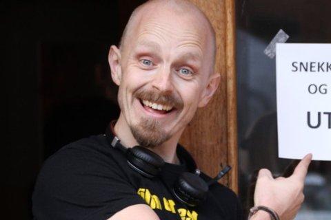 LETTET: Kinosjef Robert Jenbergsen er lettet over at han for å vise kino igjen. Onsdag 3. juni åpner Rjukan kino for publikum, inntil 50 på hver forestilling.