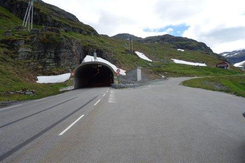 Det blir kolonnekjøring på dagtid for tunge biler over 3,5 tonn gjennom Vågslidtunnelen. Foto: Lars Helge Rasch, Statens vegvesen