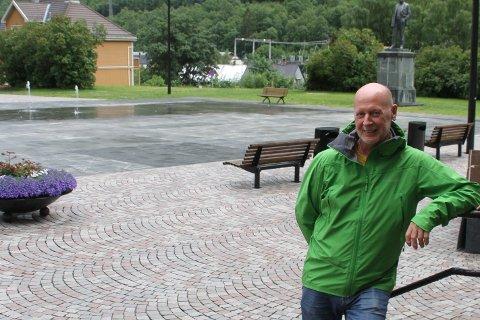 STARTER: Odd Martin Landstad starter lørdagene med gratis torgkonserter, og alle er invitert, også til å bli med å lage liv på torget.