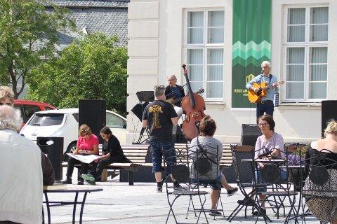 LIVE: Harald Nesse og Asbjørn Olsen var hadde livekonsert på Rjukan torg site lørdag i juli, og nå gjentar de med konsert sammen digitalt.