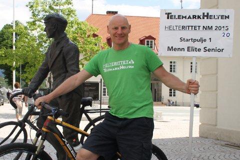 """NM I STEDET FOR HELTERITTET: Hans Røysland ved siden av HelteRittet store beskytter Gunnar """"Kjakan"""" Sønsteby, da det tidligere i sommer ble klart at de tok oppfordringen om å ta på seg NM i terrengritt. Nå på lørdag skjer det."""