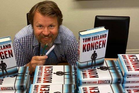 TOM EGELAND: En av Norges mest populære forfattere Tom Egeland skal både bokbades av Espen Selmer-Torgersen og selv være intervjuer av Caterina Cattaneo under Rjukan Litteraturfestival i november.