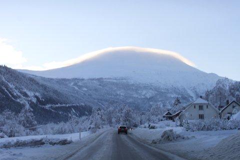 STRÅLENDE TOPP: Jon Ingebrigtsen har ofte kalt Gaustatoppen vårt hellige fjell. i helga fikk vi det kanskje bekreftet?
