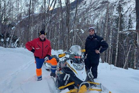 RYDDEDUGNAD: Tommy Mossing og Asbjørn Tvitekkja har sammen med Georgina Kuti brukt to dager på å rydde Kraftledingsveien.