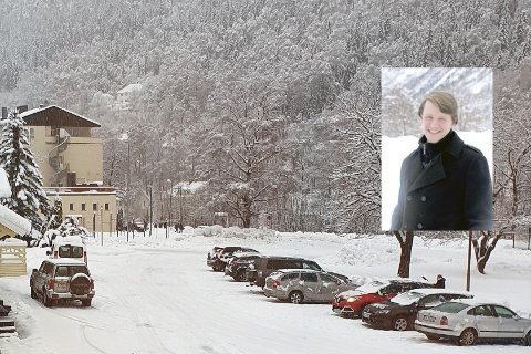 STRENGERE TILTAK ENN PLANLAGT: - Det er mye strengere tiltak fra regjeringen enn vi opprinnelig hadde planlagt, blant annet med gruppestørrelse, og her har vi noen utfordringer som vi må løse iløpet av mandagen, men vi har det meste klart, sier driftssjef ved Rjukan vgs Jan Skov Våer.