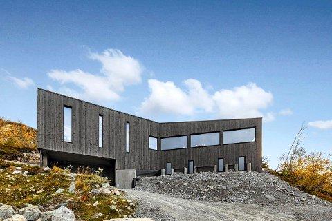 MODERNE: Denne nybygde hytta er lagt ut for salg med en prisantydning på 15 millioner kroner (alle foto Sem&Johnsen)