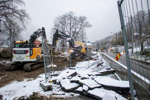 ASFALT: Onsdag 27. oktober skal asfalteringen etter planen starte opp på Tveito. Bilde tatt tidligere denne uka. (foto Patrick Hansen)