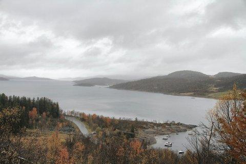 MØSVANN:  Tirsdag formiddag så det slik ut ved Skinnarbu. Møsvann lå da på 914,16 meter over havet. (alle foto Ole Jon Tveito)
