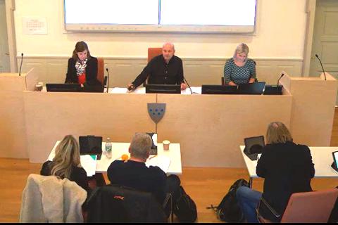 KLUBBET: Ordfører Steinar Bergsland kunne klubbe alle 14 punktene i Hima-avtalen uten at noen stemte imot.