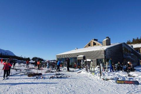 SUPRE FORHOLD: Fyriegg ved Gaustatoppen skisenter lørdag formiddag, og slik har forholdene sett ut flere helger på rad nå.