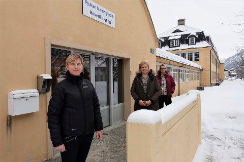 HIT KOMMER TINNS BEFOLKNING: - Dette er velegnede lokaler med en sentral plassering ! Kommunens team er ikke i tvil om at tilbygget på det tidligere administrasjonsbygget i Næringsparken er velegnet som vaksinesenter i Tinns vaksinesenter. Fra venstre Anne Berit Næss, Beate Lie og Kristin Vatnar Leikanrud.