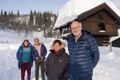 NYE EIERE: Henny og Bjørn Thore Bech tar over Rjukan Fjellstue, som Inger og Tor Nicolaysen (bak)  har eid og drevet siden november 1992. (foto Egil Stensrud )