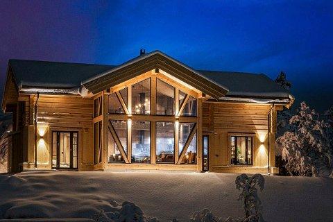 KOLLEN: Denne hytta vil stå ferdig i desember 2021 og vil inneholde to stuer, seks soverom og tre bad 3 bad. Akkurat nå er dette  Gaustas dyreste hytte ute på markedet.