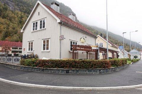 BRÅK: Det var på Huset Pub i desember 2019 politiet måtte arrestere en voldlig pubgjest.