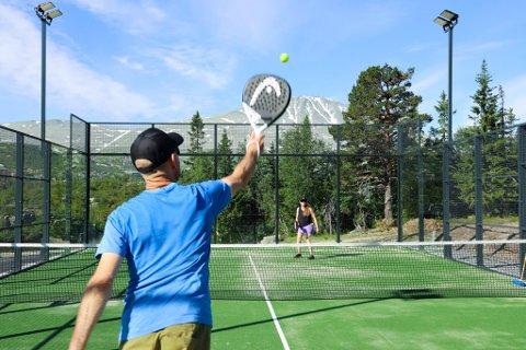 POPULÆRT: Padel er verdens mest voksende sport, og nå kan teste ut spillet på Gaustablikk.