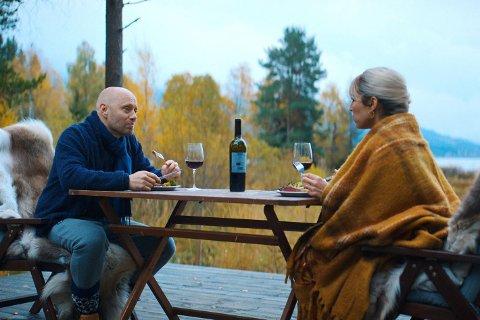 I ONDE DAGER: Ekteparet Lars (Aksel Hennie) og Lisa (Noomi Rapace) har for lengst lagt hvetebrødsdagene bak seg, og strever med å opprettholde ekteskapet, fasaden og ambisjonene.