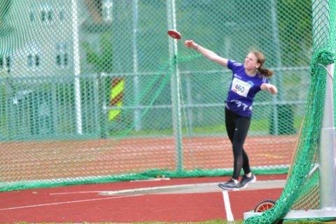 PERSONLIG REKORD: Alvilde Johansen Kvaran slo til med et knallkast og personlig rekord fredag. I Trondheim endte hun på en sterk 5. plass i diskos for jenter 15.