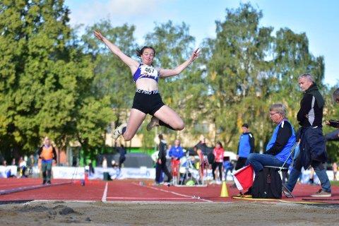 TOK SATS: Matilde Flor Størvold var utrolig nære å ta en bronsemedalje i lengdehopp for jenter 17. Det var faktisk bare to usle millimeter som sto mellom henne og pallen.