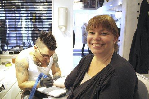 Viktig: Aina Paulsen fra Dal mener kampen mot mobbing er ekstremt viktig, Det viste hun ved å skaffe seg en ny tatovering lørdag.Foto: Thor Fremmerlid