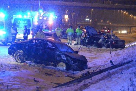 ULYKKE: 16-åringen havnet under BMW-en som står til høyre i bildet. FOTO: REMI PRESTUN