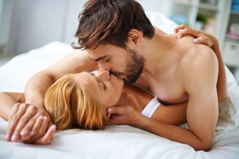 SENGEMORO: Det er mange fordeler med sex, men det er en myte at det brenner så voldsomt med kalorier, mener forskerne. (Colourbox/Illustrasjon)