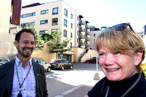 ØKER MEST: Lørenskog kommune – her ved rådmann Ragnar Christoffersen og ordfører Ragnhild Bergheim (Ap) blant nyoppførte boligblokker på Skårer vest. Foto: Torstein Davidsen