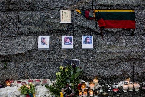 OMKOM: Politi og hjelpemannskaper søker fortsatt etter Paulius Kuliecius (27), Arturas Miskinis (37) og Darius Sciukas (47).