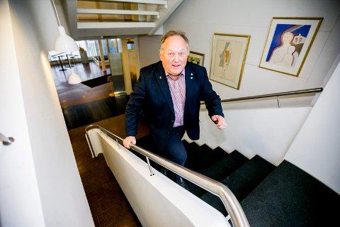 Tar trappa: Ordfører i Eidsvoll, John-Erik Vika, har ikke noen fast treningsrutine, men prøver å være aktiv i minst 60 minutter om dagen, blant annet ved å ta trappa i stedet for heisen.