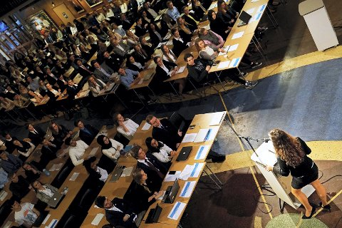 LILLESTORTINGET: Fra plenumssamlingen i aulaen på Lillestrøm vgs i 2015.       FOTO: MARIUS WÆRHAUG MADSEN