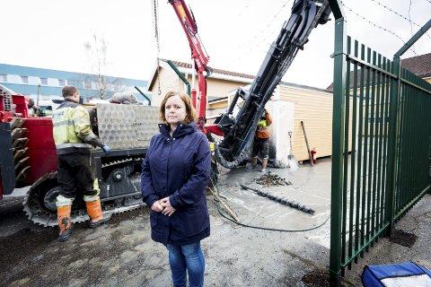 STARTET BORING: Strålevernsjef Camilla Nordhei ved Institutt for energiteknikk (Ife) tror sjansen er liten for å finne atomavfalls-lekkasjer. ALLE FOTO: LISBETH ANDRESEN